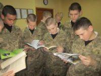 В армію йдемо служити, щоб Україну захистити