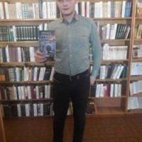 Молодий письменник Михаїл Гранд з Дрогобича дарує бібліотекам свої книги