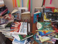 Нові українські книги подарував депутат бібліотеці