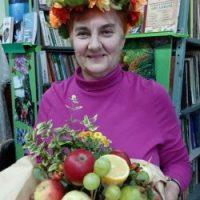 Читачі з бібліотекарем смакували новий врожай яблук